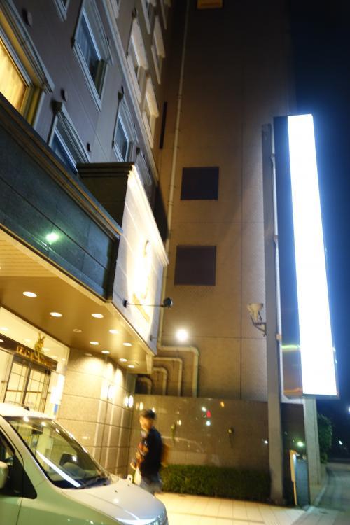 10時すぎ「東横イン広島駅前大橋南」に到着。<br />広島に着いてからガソリンランプ点灯。あら、意外に燃費いいのね。<br /><br />さて、荷物置いて飲みに行くべ!!<br />牡蠣じゃ、牡蠣じゃ~~