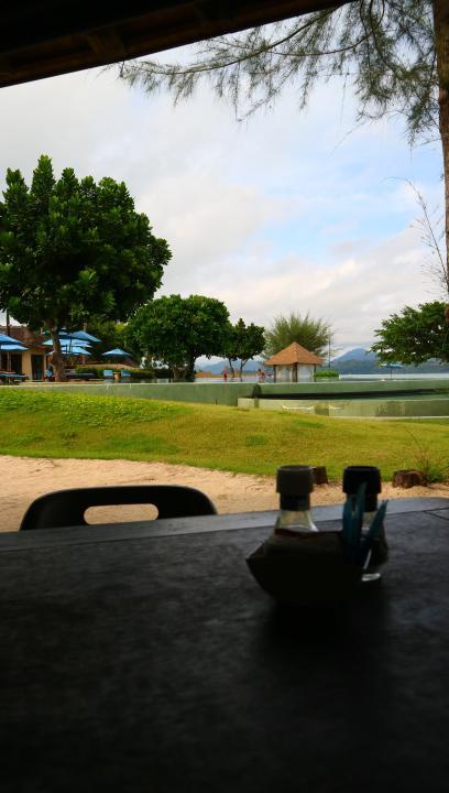レストランから海もプールも見え<br />景色はとても良く、毎食ゆっくり食事を楽しめました。