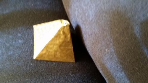 もう一つはピラミッドチョコ <br /> 12個入り10米ドル(約1140円)ダークチョコレート。美味しいけれど私は日本のチョコの方が好き。ばらまきにしましょう。