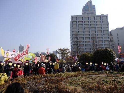 イベント会場のひとつ、ハノーバー庭園に来ました。<br />ここは島根県内の市町村の名物の屋台が沢山並んでいます。<br />11時過ぎで、ランチにはちょっと早いけど、行列になる前に何か食べておこうかな♪