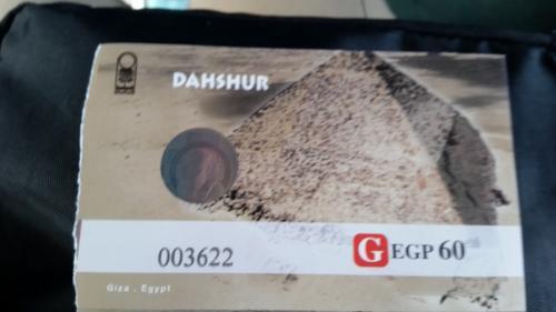 ダハシュールの入場券 60エジプトポンド(以下EPと書きます)(約360円)<br />ピラミッドは広い砂漠に点在しています。