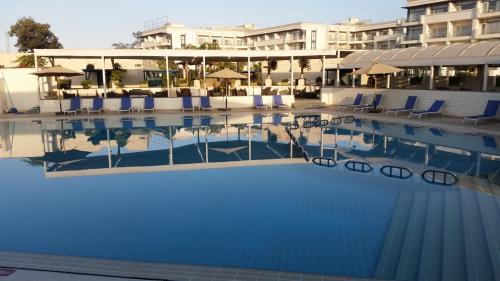 広いプールもありました。もっともこの季節寒くて誰も泳ぎませんが。