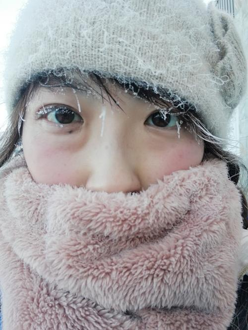 晴れてる方が気温が下がります。この時マイナス21度。呼吸の蒸気で髪とまつげが凍りました…