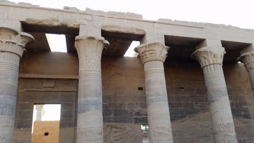 未完成の柱もあります。