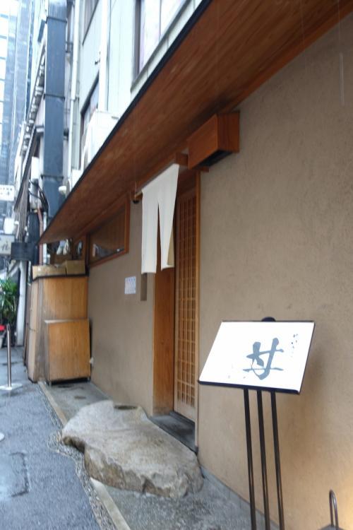 今回は「長野にはないもの」を求めて日本橋界隈へ。<br />いつも行列のできるという人気店、ぜいたく丼の「つじ半」さん。<br /><br />つけ麺の「めん徳 二代目 つじ田」× 天丼の「金子半之助」のコラボ。<br />「つじ」と「半」をとって「つじ半」だそうで。<br /><br />あや、どっちのお店も知らないわい。