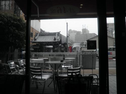 雪が強く降ってきたので暫く朝食を取りながら休憩、、<br />因みにコーヒーを頼むとトーストが20円からあって、とってもリーズナブルでした。