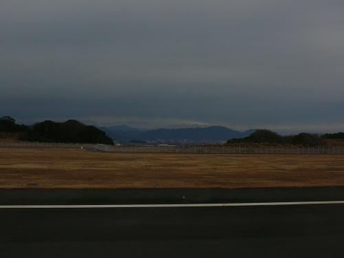 空港の名前にも入っている富士山が厚い雲に覆われ麓しか見えませんでした