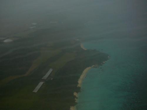 ようやく陸地が見え雨の宮古島に着陸