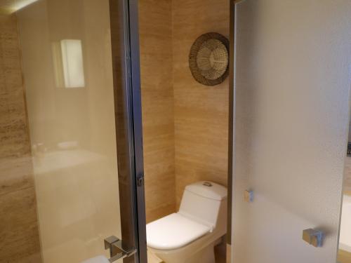 お手洗いっす🐭<br />やはりウォシュレットは付いていません💦<br /><br />洗浄ボタンはタンクの上に付いてるっす。