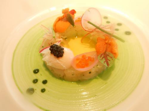 天然真鯛のタルタル 雲丹とウズラ卵のポーチドエッグ
