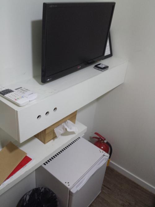 テレビ、冷蔵庫も小さいけどあり