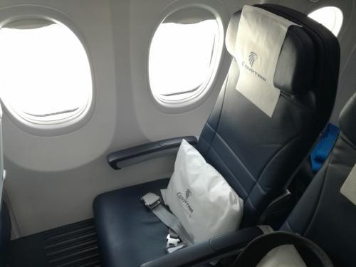 エジプト航空 MS902 B737-800<br />エコノミークラスの3席を夫婦2名で利用出来ました。<br />おかげでゆったり過ごせました。<br /><br />