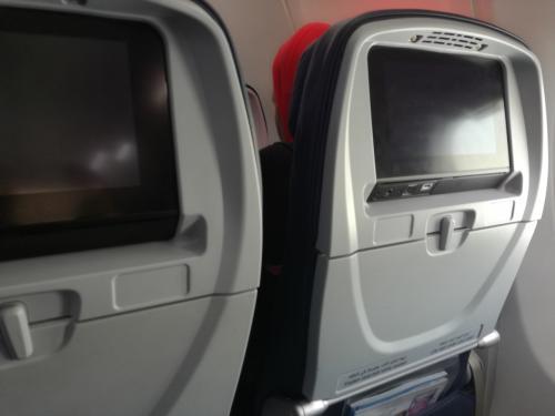 エジプト航空 MS902 B737-800<br />機体も新しく快適でした。<br />ただ機内は体格の良いエジプト人が多いせいか多少暑いほどでした。(笑)