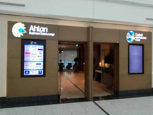 1月25日(木)<br />ドバイ国際空港ターミナル1 Ahlan Lounge<br />エジプト航空で指定されたラウンジです。<br />