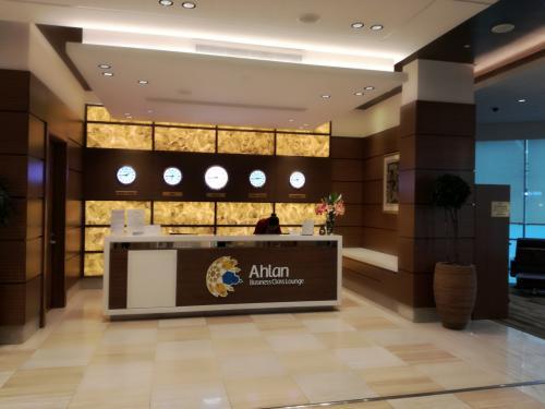 ドバイ国際空港ターミナル1<br />Ahlan Lounge<br />このラウンジは広く食事も充実していました。<br />サイトで確認したら空港ホテルが経営しているようです。<br />