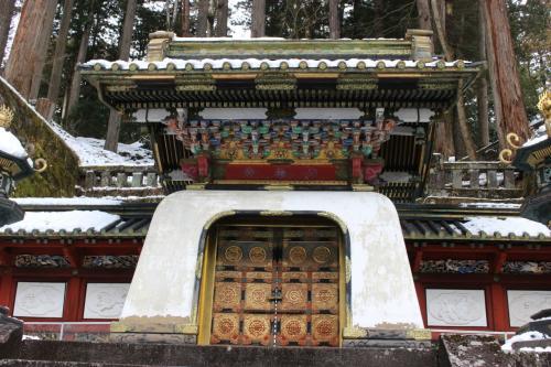 輪王寺は別名「大猷院」と言いますが、これは家光の諡号で、彼のお墓もここにあります。 <br /> 秀忠・お江のお墓のある江戸増上寺ではなく、家康の墓のある東照宮の隣に彼は眠っているのです。