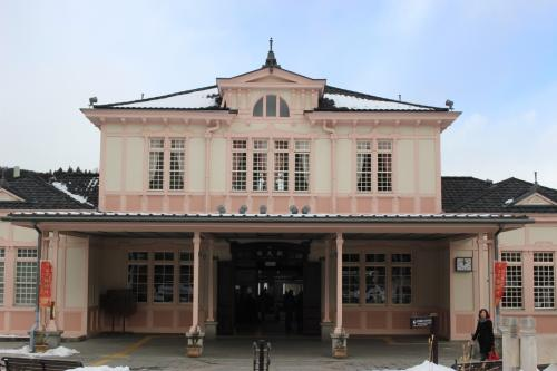 JR日光駅に戻ってきました。<br />この駅も大正時代に建てられたレトロな建物が健在です。