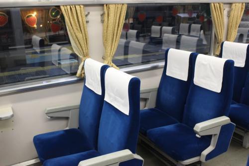 こんな粗末な座席でも、当時の学生の私にはデラックスに見えたものです。 <br /> 今ではよくこんな粗末な座席の夜行列車に乗ったもんだなあ、とわれながら感心。