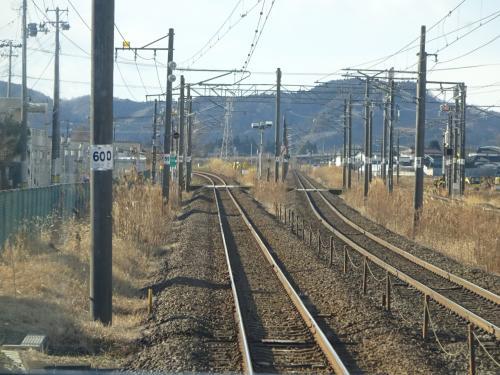 岩沼駅を出発、東北本線が右の方に分かれていく。