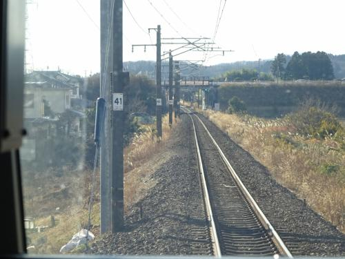 常磐線は単線。<br /><br />そういえば、次の逢隈駅は出口が一番前だったな… ということは、このスマホ兄ちゃん降りるかも知れないな、などと考える。<br />結果的に何回も乗っている区間なので、だんだん詳しくなってる(笑)