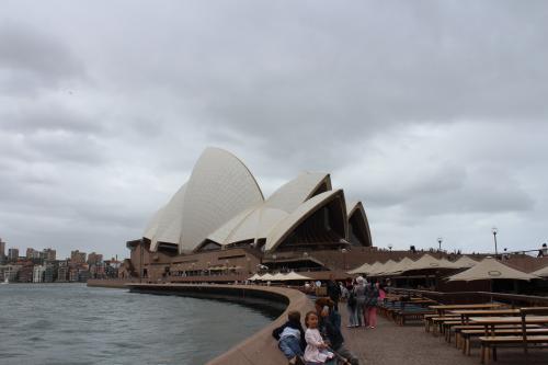 3日目は、オペラハウスの見学ツアーに参加しました。<br />なんと私たちだけしか参加者がいなくて、驚きました。