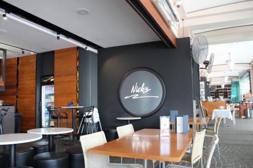 ニックスシーフードの隣にあるニックスカフェ。<br />ランチをするため入ったのですが、カフェのほうがリーズナブル!