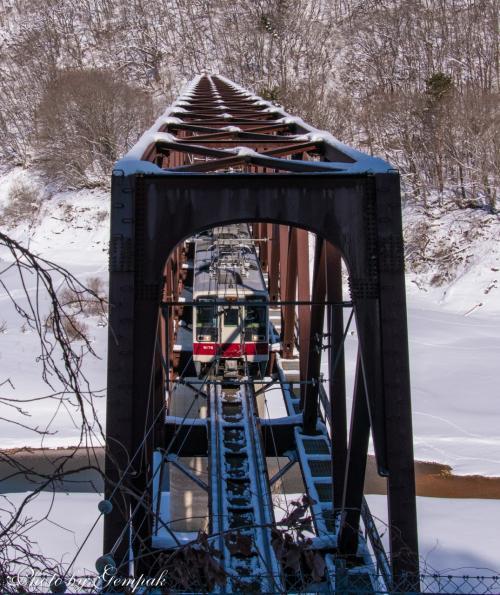 鬼怒川方面に向かう上り列車。昨年も同じところで撮影したっけ。