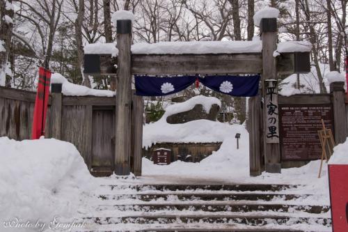 宿のチェックインタイムまで2時間ほどあるので、昨年も訪れたが、ふたたび平家の里に行ってみた。<br />平家の里の入り口の冠木門。