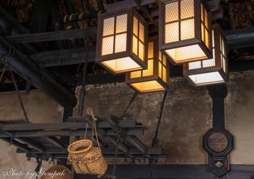 古い柱時計もある。これは明治期のものか?<br />こんな京や江戸から遠く離れた秘境ともいえる山間での暮らしは、平安時代から明治大正に至るまで、ほとんどその生活ぶりは変わっていないのかもしれない。