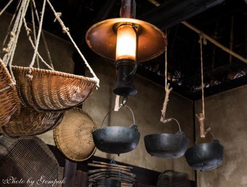 古民家の中には、おそらく江戸時代のものと思われるさまざまな民具が展示されている。