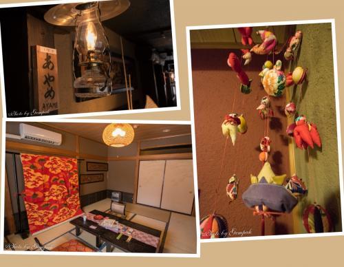 通された部屋は「あやめの間」。湯西川の渓流が望める部屋である。昨年の部屋同様、部屋の中に打掛が飾られている。床の間にはつるし雛が飾られている。