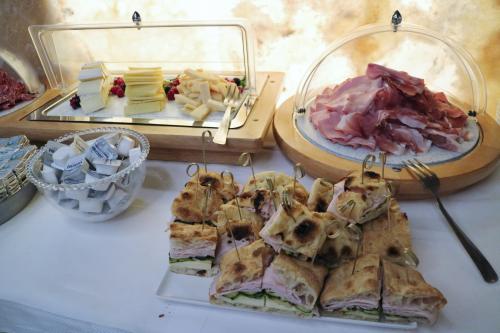 ベネチアのホテルも朝食付!<br /><br />こちらのホテルのごはんも豪華♪<br />パニーニもある!