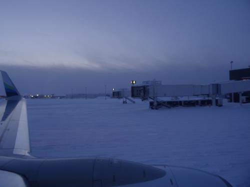 さ、降りるぞ。<br /><br />これから4泊のアラスカ滞在の始まりです。