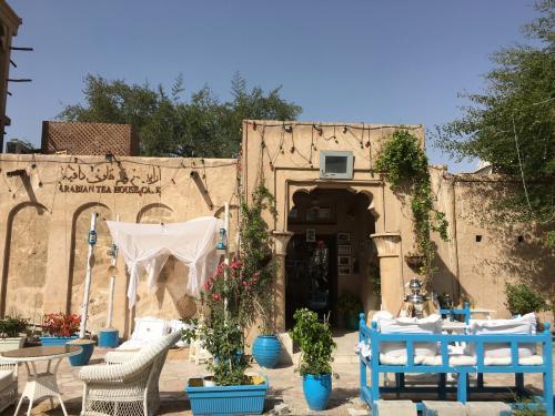 やって来たのは、バスタキヤ歴史保存地区のカフェ。<br />メチャメチャ女子旅っぽい😅