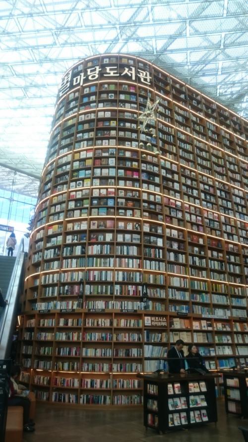 こんな大きな本棚見たことないです!!!!!