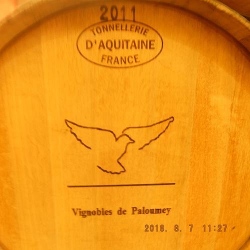 ワイン樽の作成者の名前(上部)も見えます。<br /><br />ただ近年ステンレス樽使用者も増えてきているという。。