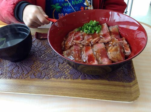ステーキ丼 900円
