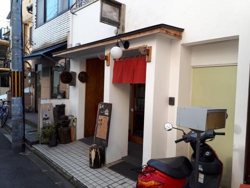 白川通を平安神宮まで徒歩で南下します。<br />途中にかわいいカフェ