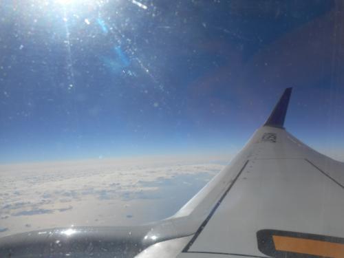 羽田空港へ引き返しでーす(T▽T)<br /><br />雲の上はこんなにイイ天気なのに・・(≧∇≦)