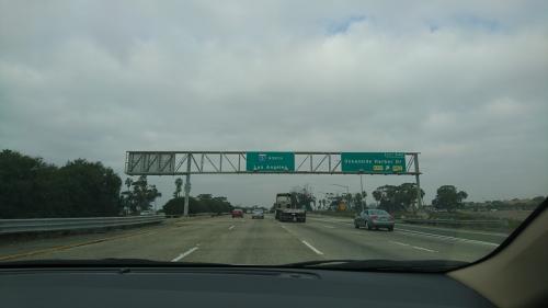 ラホヤからロサンゼルス空港までは200㎞。<br />まだまだ先は長いです。