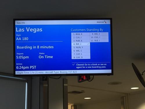 AA180便<br />17:05発<br /><br />アメリカの国内線て、どうして到着時刻が1分刻みなのかしら。
