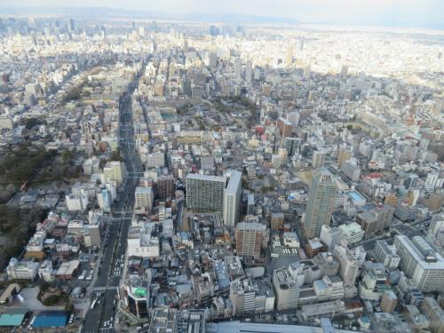 北方面側は今度は京都方面の景色で左の筋は谷町筋が上本町の方面に伸びている