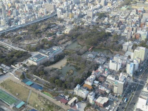 天王寺公園,慶沢園は運動場のような地が見える所、更に上が歴史で有名な茶臼山