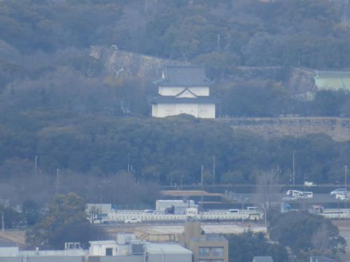 大阪城の方角にカメラでズームしたが