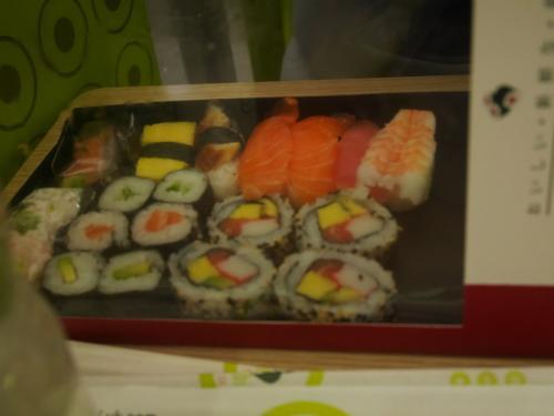 こちらはお寿司。<br />普通においしかったです!