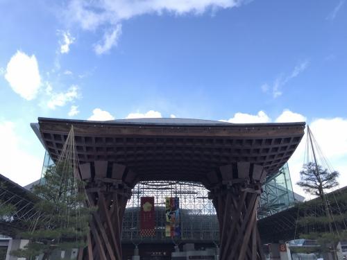 着いたら快晴でした。<br /><br />滞在中、金沢は雪が降ったり、止んだり、<br />そして曇ったり、晴れたりと1時間のうちに<br />コロコロ天候が変化しました。
