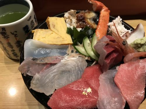 海鮮丼を注文。<br />これは美味しかったです!