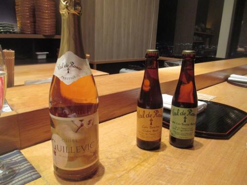 その後ともづなへ。<br />今回の大将はMさん。<br />ソムリエのMさんの手配で、珍しいスパークリングワインを準備してくださった。