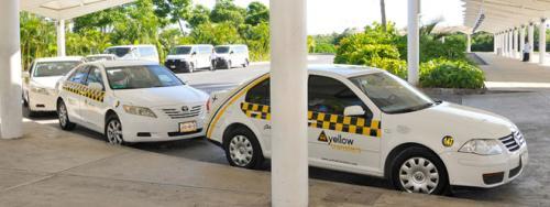 空港からのチケットタクシーはこの黄色と黒のカラーリングの会社になります。ターミナルで税関を抜けるとタクシーのチケット売り場がありますが、このイエローキャブのカウンターでチケットを購入して乗り込みます。<br /><br />チケット制のタクシーを利用すれば問題はありません。ただし、価格は安くないので、そこは覚悟してください。