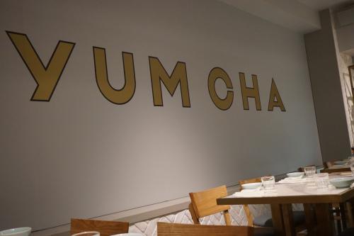 20:30 YUM CHAを日本から予約しておきました。<br />意外と空いていて予約なしで入っている方もいました。